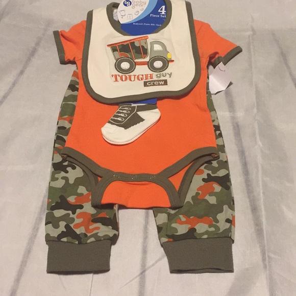 bib Bodysuit BabyGear 6 Piece Baby Gift Set Pants Sleeper 0-3; 3-6;6-9 Mo